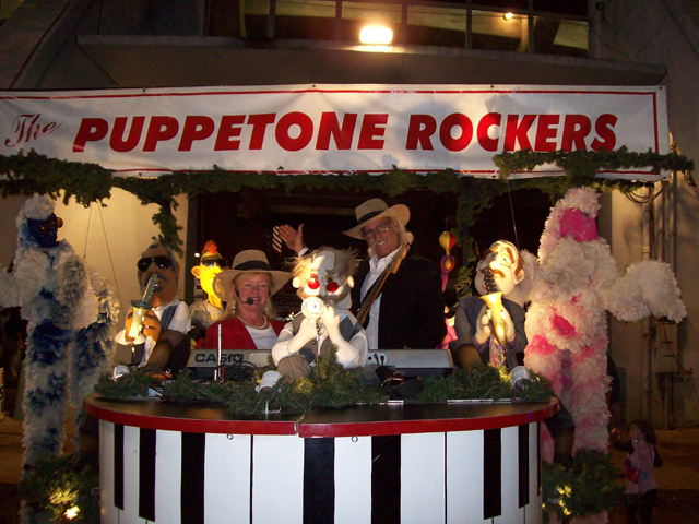 Photos with Santa, Kazoobie Show, Puppetone Rockers and much more!